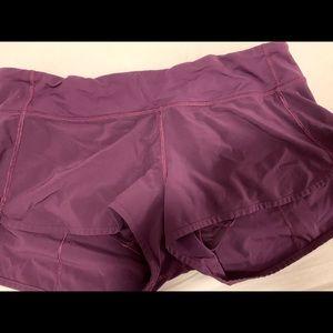 Lulu Lemon 2.5' shorts